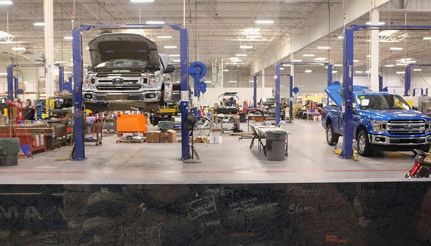 Ford dealership shop