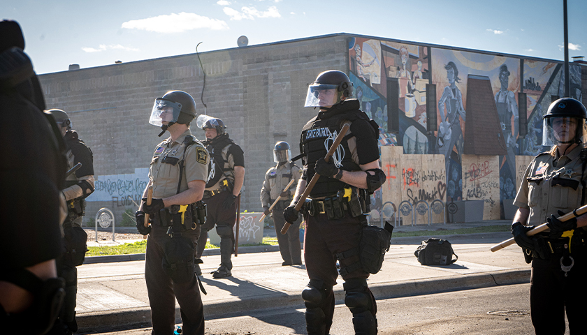 Minneapolis Police armed at riot in the city